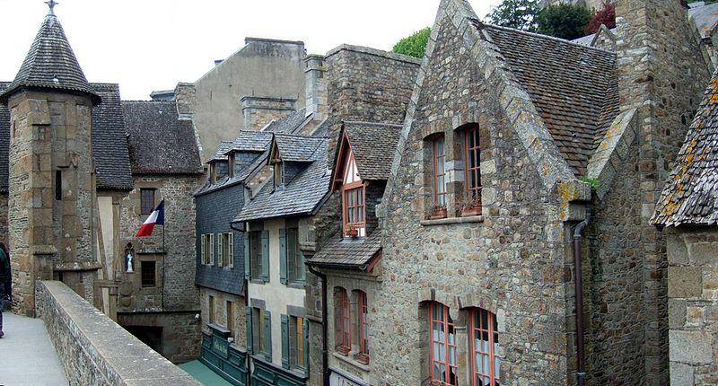 800px-Mont_Saint_Michel_village