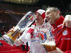 Den tyske ligaen er bra på det med øl-pokaler. Se og lær